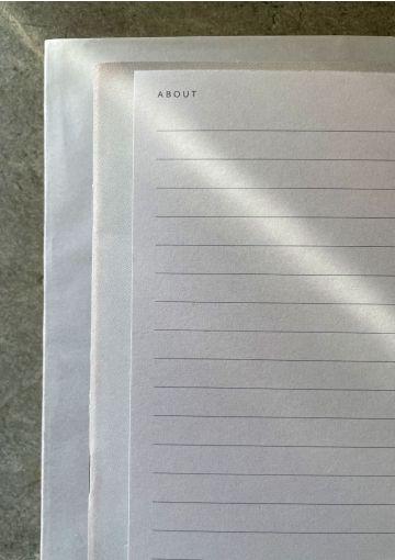 Smuk grå notesblok med striber