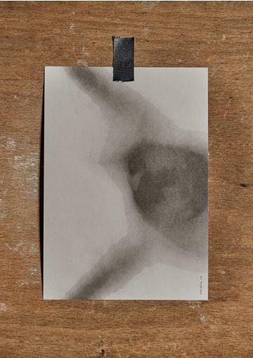 Miljøvenligt kort trykt på smukt papir med struktur og stoflighed.  Kortet er danskproduceret. Velegnet til både ophæng, eller som et smuk håndskrevet kort til en gave, eller en kær hilsen. A5 størrelse (148x210 mm) Indretning, dekoration og udsmyknin
