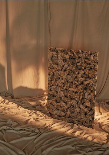 Materialerne til Anetmais produkter vælges med stor omhu. Lærredsprintet her er printet på dansk fabrik med fokus på miljøet i deres produktion.