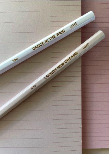 Den hvide og rosa blyant passer super smukt sammen