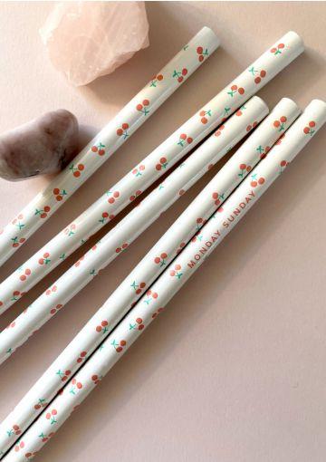 Smukke blyanter med kirsebær
